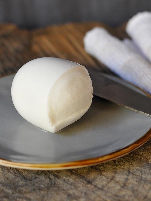 Mozzarella Fior di Latte   Fattoria Giambrone   CAMMARATA — SICILIA ITALIA