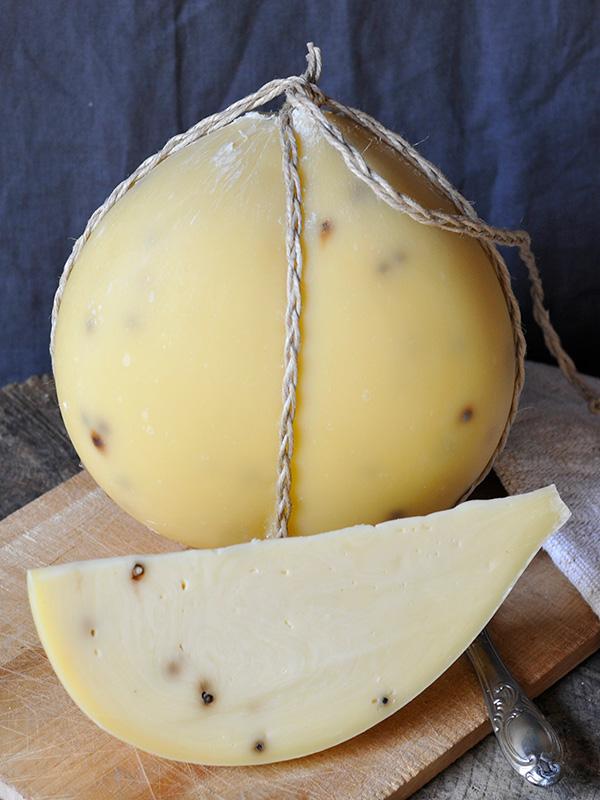 Provolone al pepe | Fattoria Giambrone | CAMMARATA — SICILIA ITALIA